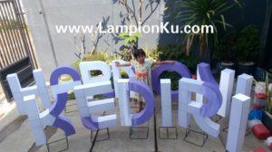 http://lampionku.com/wp-content/uploads/2016/09/Pengrajin-Lampion-HURUF-HARMONI-KEDIRI.jpg