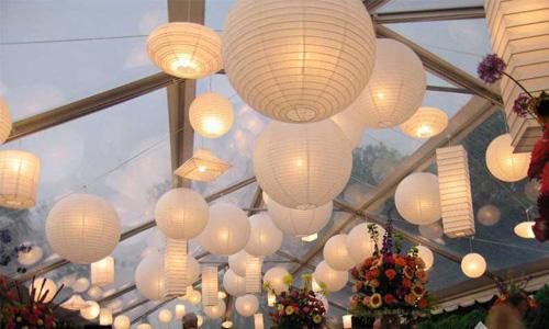 lampion sebagai dekorasi wedding