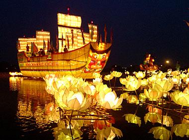 festival-lampion-air-teratai